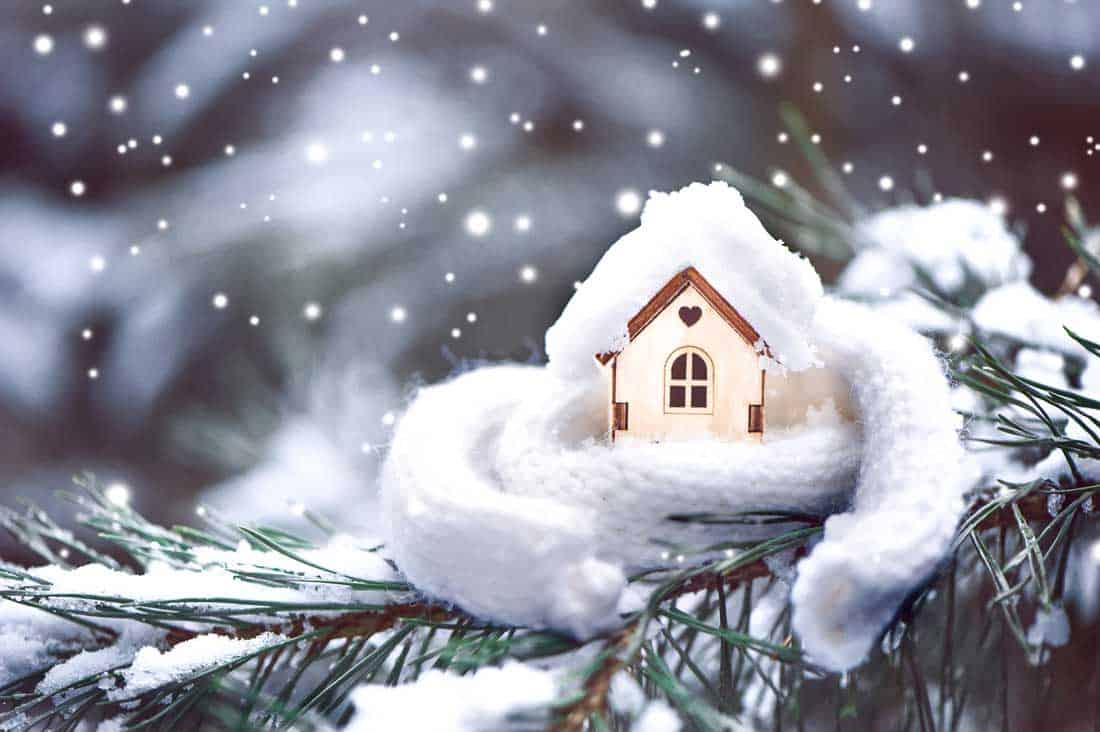 Стоит ли продавать дом зимой