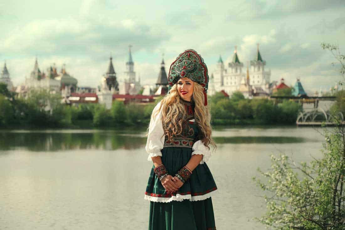 исполнительница народной музыки Олеся Евстигнеева