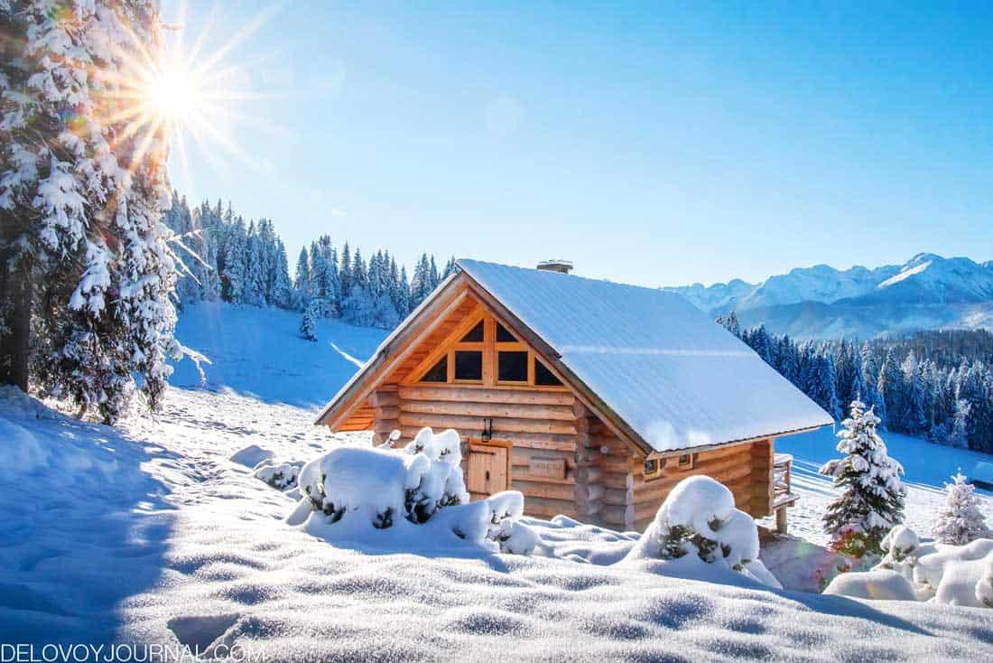 Дом зимой кажется и теплее и уютней