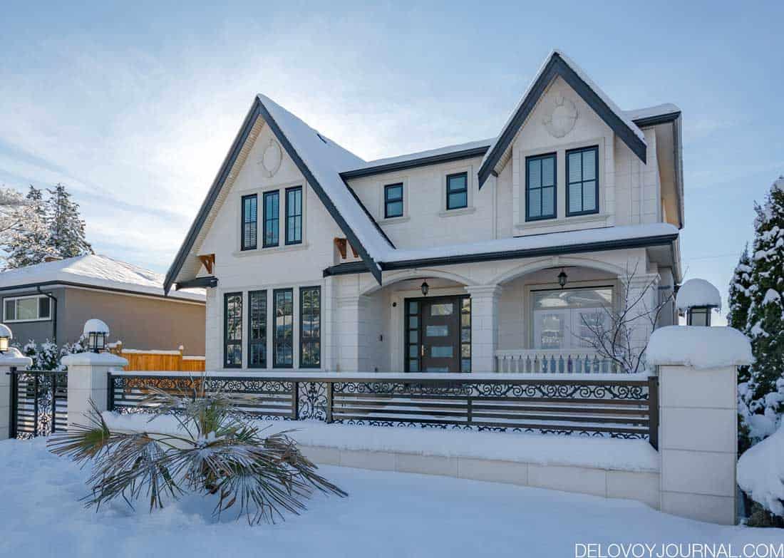 Снег подчеркиваетпреимущества дома