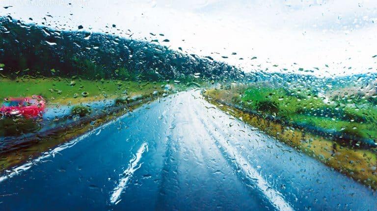 Безопасная езда в сильный дождь