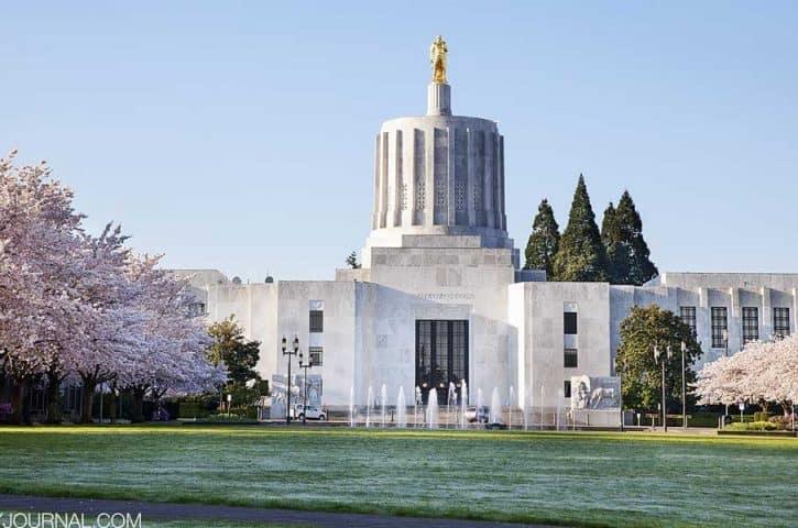 Губернатор штата Орегон приказала сидеть дома