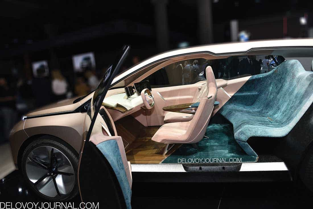 BMW Vision iNext салон