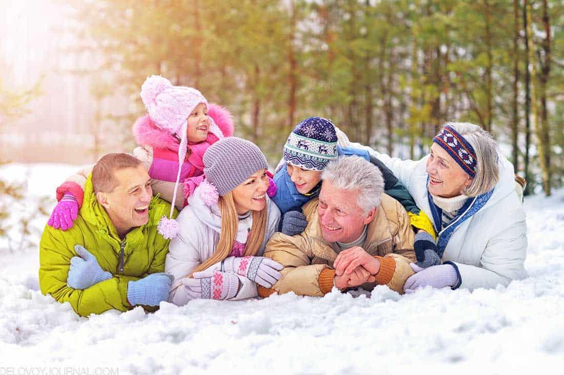 Семья на снегу
