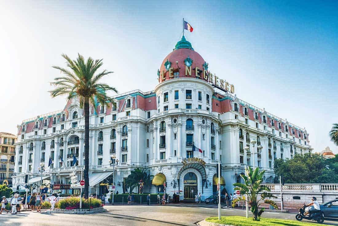 Знаменитый отель Negresco, расположенный на Английской набережной, Ницца, Франция