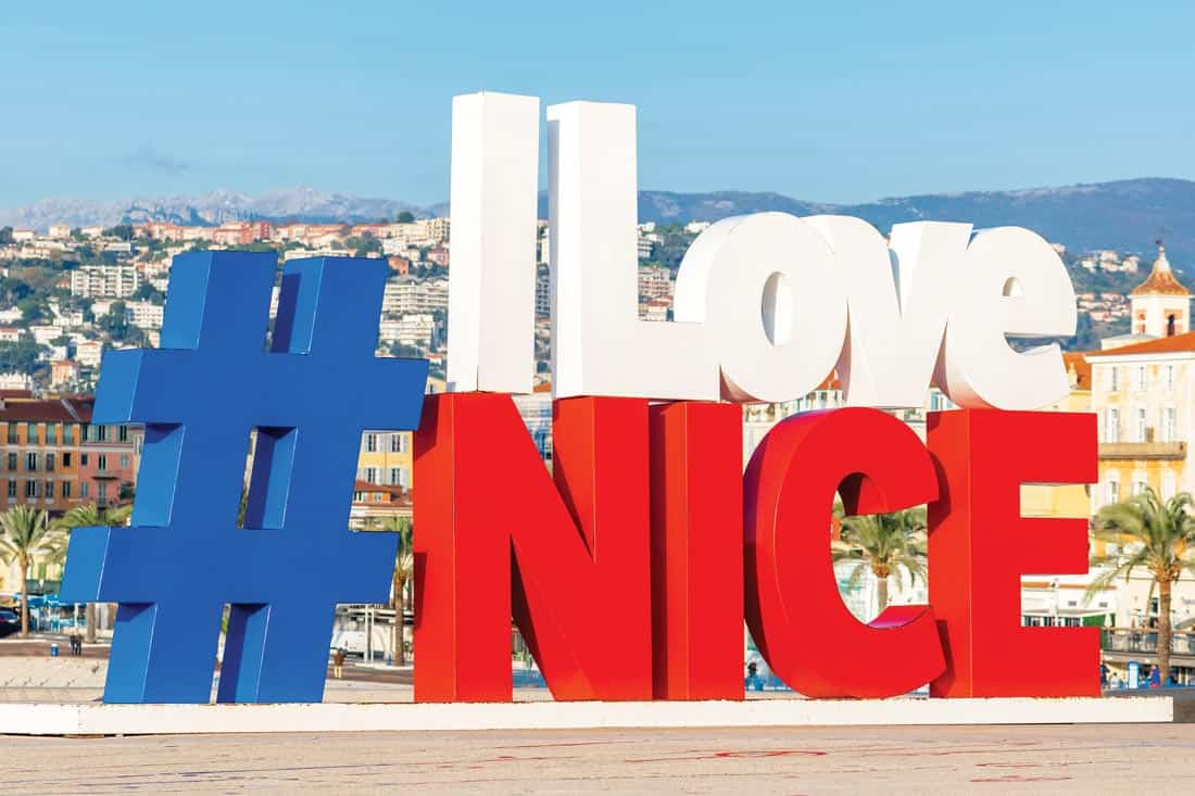 I Love Nice с видом на Английскую набережную в Ницце